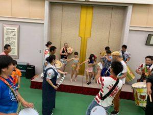 小学生のダンサーも生音で踊ります